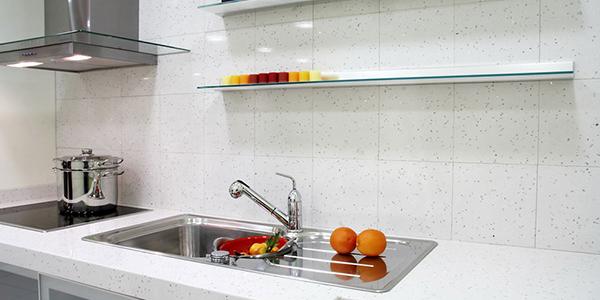 beyaz renkte çimstone mutfak tezgahı ümraniye